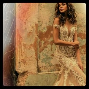 Dresses & Skirts - Mermaid style lace gown